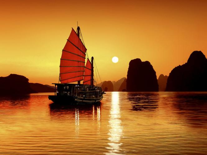 sunrise in ha long bay